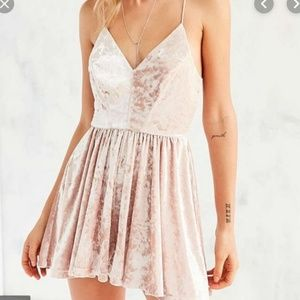 Urban Vanessa Velvet Romper - Light Pink